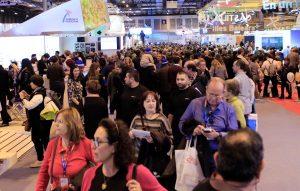 GRAF3643. MADRID, 20/01/2018.- Cientos de personas visitan hoy la Feria Internacional de Turismo de Madrid (Fitur), que ha abierto sus puertas al público después de tres jornadas profesionales con un marcado acento tecnológico. EFE/VÍCTOR LERENA